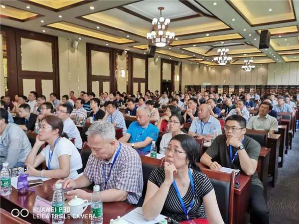 """2019年6月18日,公司董事长马淑云同志参加了在湖南萍乡举办的""""中国陶瓷之都""""发展论坛会议,并进行了技术交流,分享了自己的经验"""