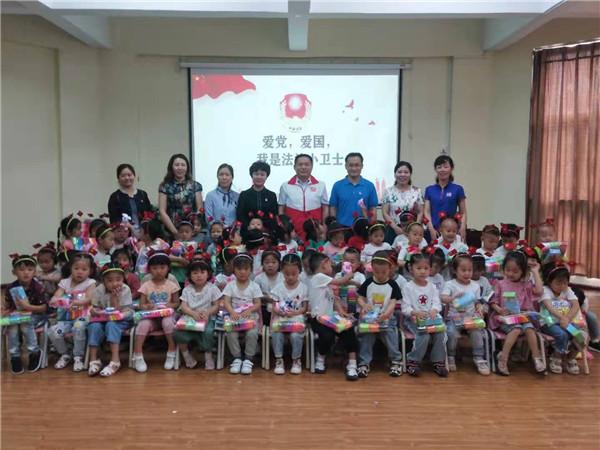 2019年6月,河南天马新材料股份有限公司走进幼儿园,和孩子们一起进行普法教育宣传活动