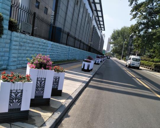 跟随陕西pvc花箱厂家一起了解一下花箱的不同风格