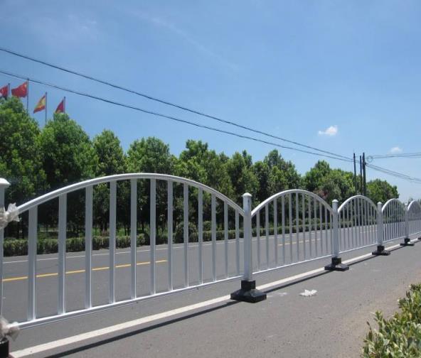 陕西市政护栏厂家小编给大家讲解一下市政道路护栏的作用有哪些?
