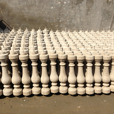 鑫欧建筑厂区存储大量的花瓶广场装饰及时给客户提供需求!