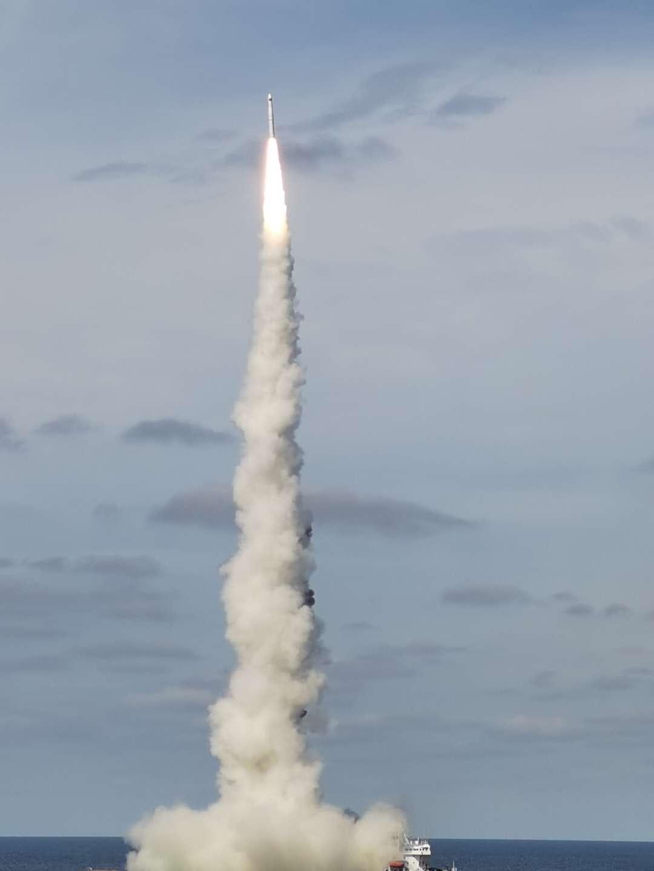 我国成功实现shou次火箭海上商业化应用发射,海上一箭发九星
