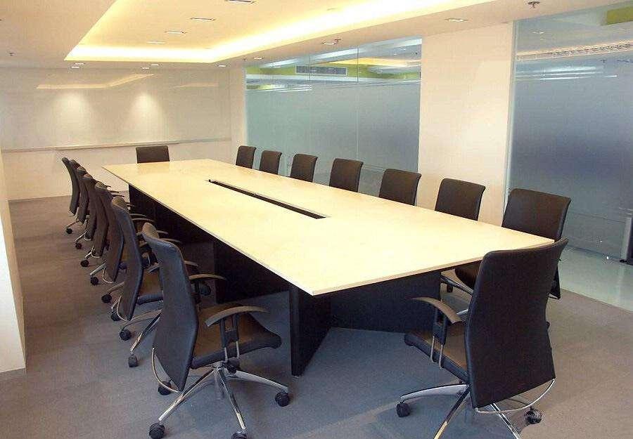 办公里面用到的会议桌哪种形状比较好呢?