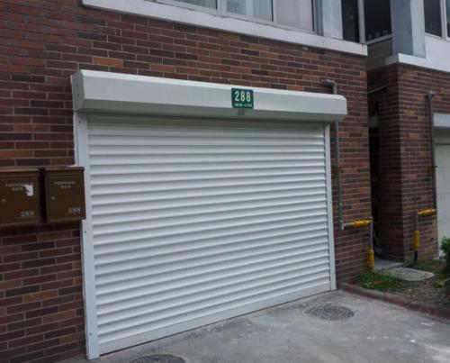 快速卷帘门,普通卷帘门,和成都电动卷帘门都各有什么区别呢
