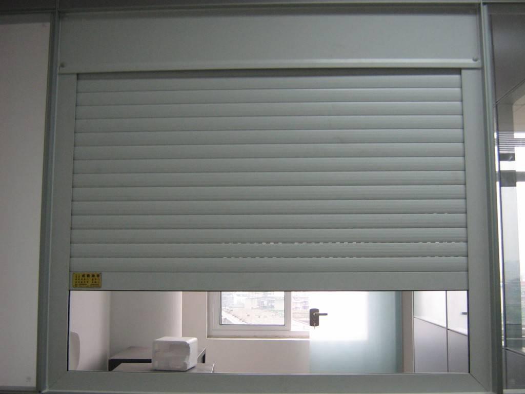 成都电动卷帘门车库门的安装方法