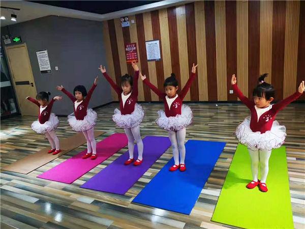 咏飞扬艺校少儿舞蹈班寒假班开课了