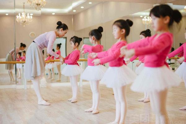 少儿芭蕾舞(5.5-12岁)
