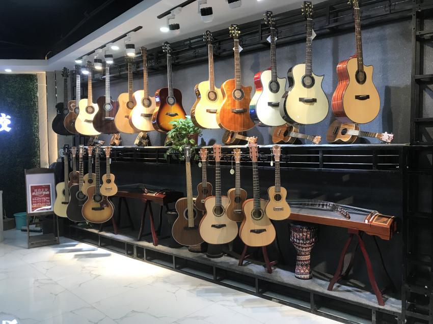 咏飞扬艺校-吉他区