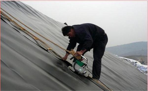 成都HDPE土工膜防水层是现阶段比较新的土工合成材料