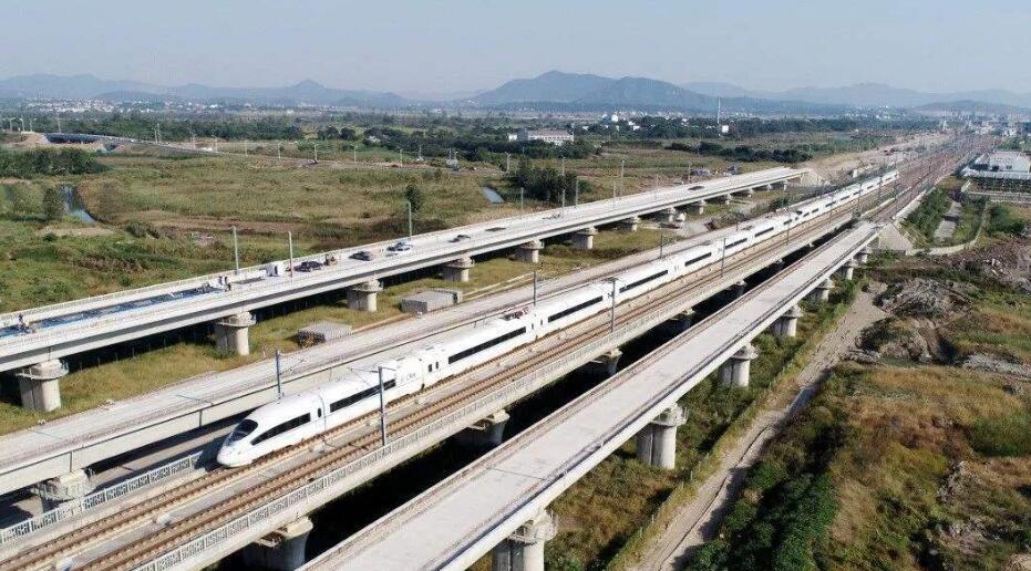 7月17日 全国铁路建设加快推进 2020年预计新增高铁2300公里