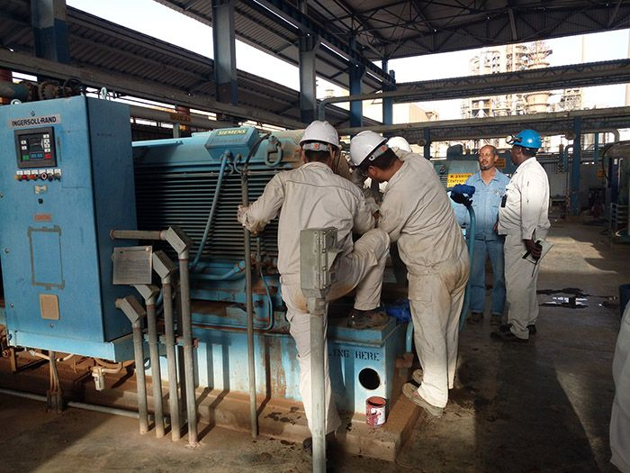 三新电机赴到非洲检修电机