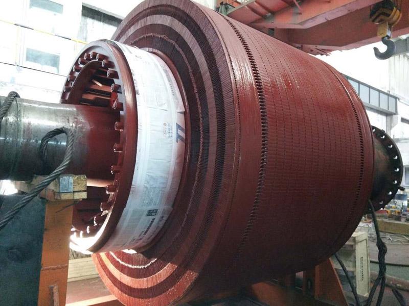 三新电机近期对103吨的大直流电机进行检测,维护,更换轴瓦。绝缘处理。