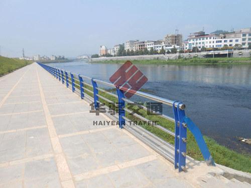 四川交通护栏布设原则
