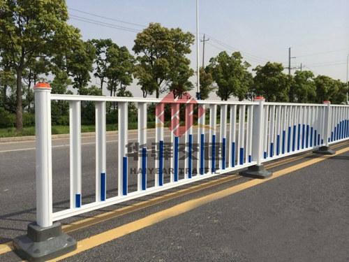 华驿交通简述提高PVC护栏的使用寿命