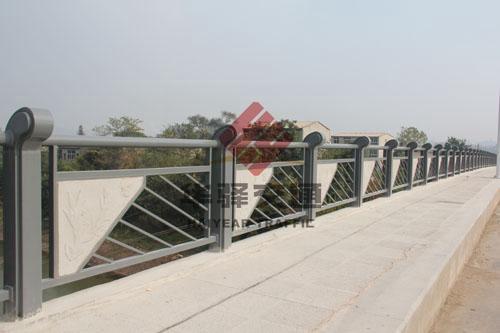 华驿交通带您了解如何美化桥梁护栏
