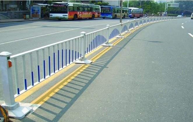 四川道路护栏已成为人们心中的保护神