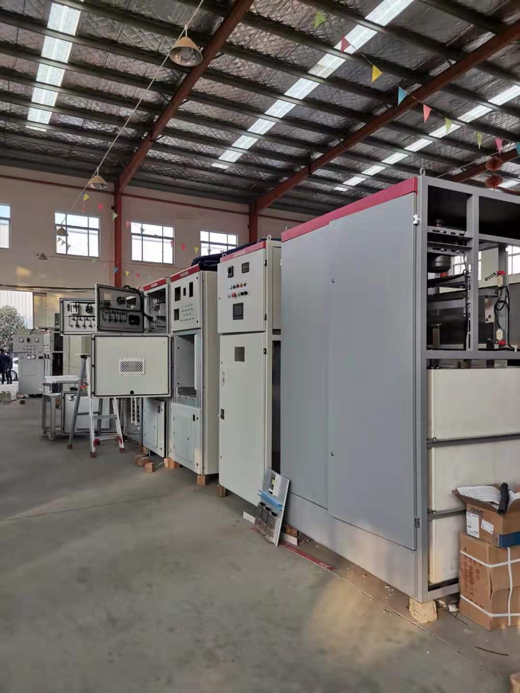 帅龙机电厂房内正在安装、调试各类的设备