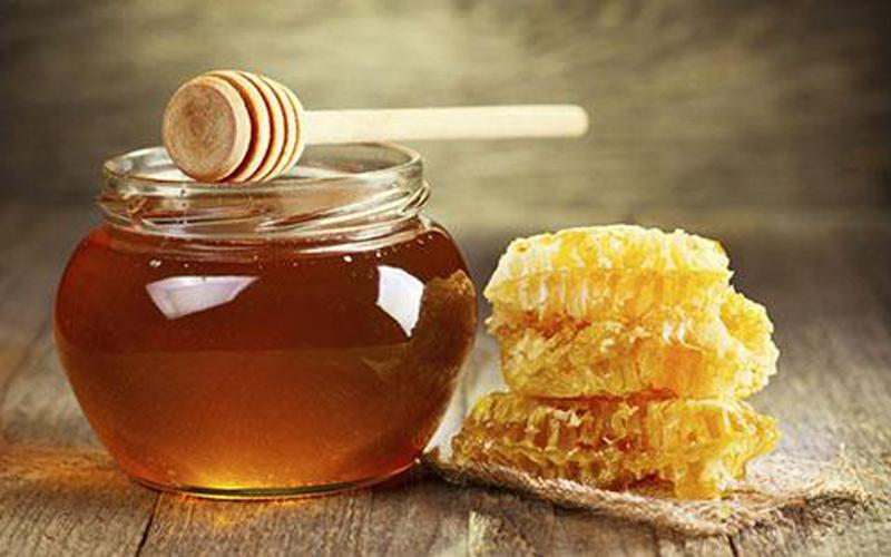 大连蜂蜜厂家:蜂蜜怎么喝可以解酒?