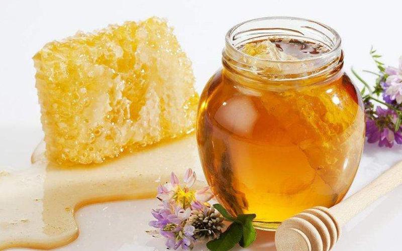 大连蜂蜜厂家教你如何正确饮用蜂蜜水?