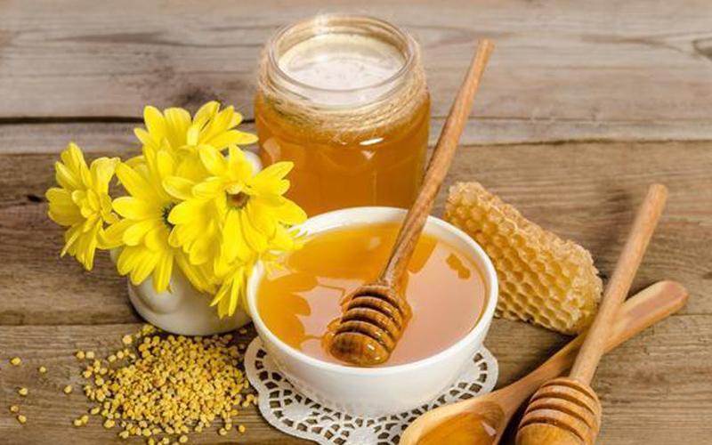 大连蜂蜜厂家:老年人喝蜂蜜要注意什么?