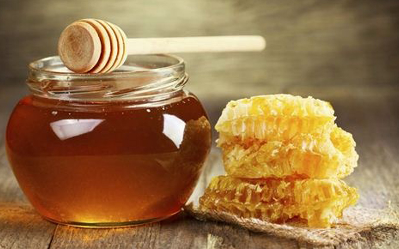 大连蜂蜜厂家的蜂蜜和哪些食物不能一起食用?