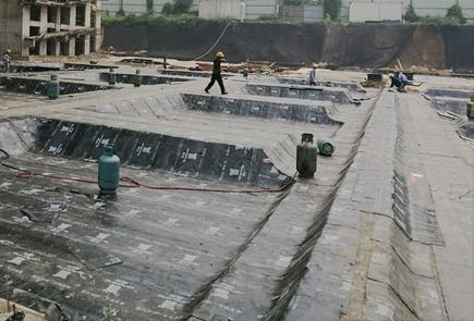 自∞粘胶膜防水卷材预铺反贴法施工法和应用范◆围