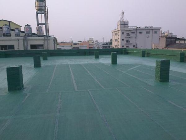 防水材料生产默默地听着厂家详细介绍非固化橡还是两说胶沥青防水材料的特点