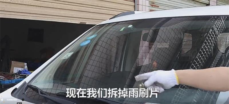 下雨天遇到汽车的前挡风玻璃刮不干净,我们该怎么办呢?