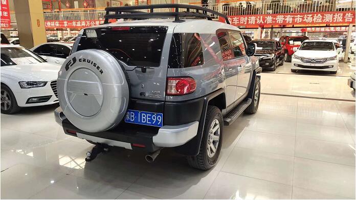 二手车背面展示图