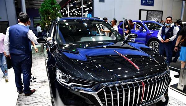 第十七届中国(长春)国际汽车博览会上参观汽车