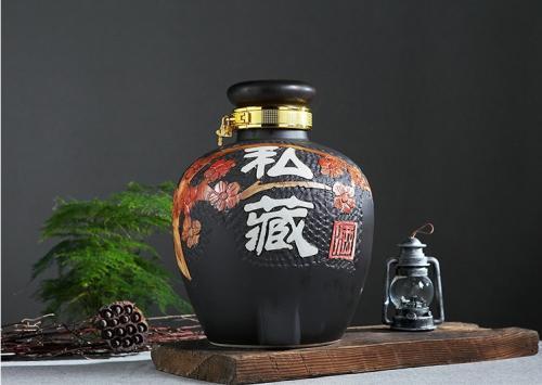 四祥陶瓷为你介绍四川陶瓷酒坛清洗方法