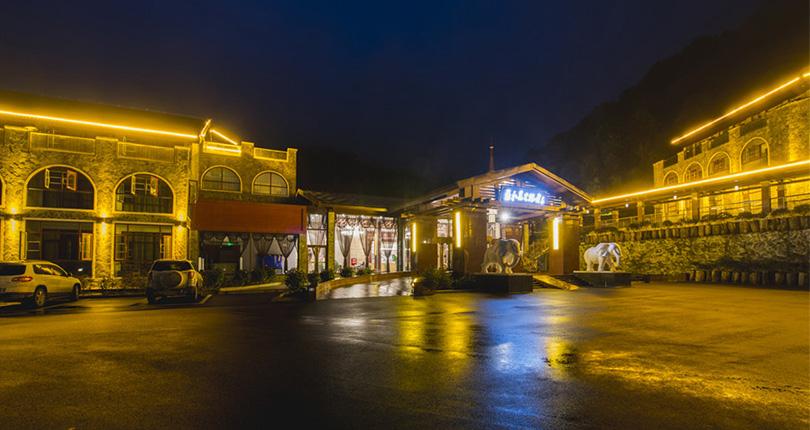 蓝水晶酒店