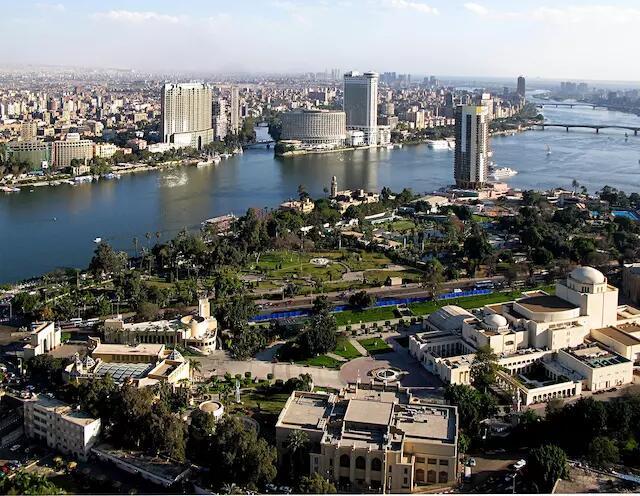 """在开罗的""""死亡之城"""",建筑师用集装箱为难民建造庇护所"""