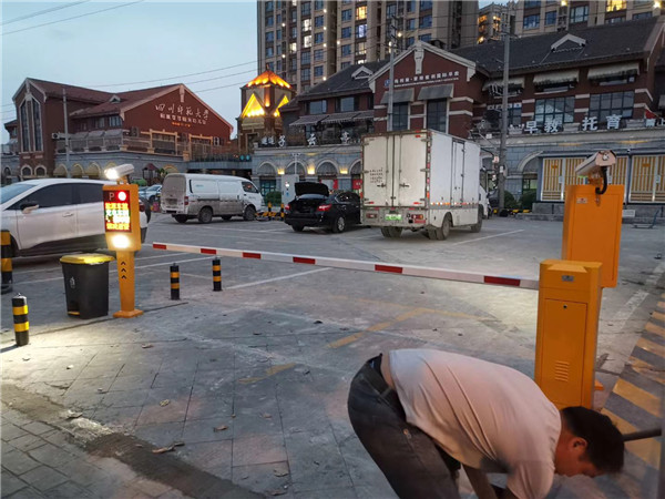 成都金沙COCO新能源车充电站无人值守车牌识别