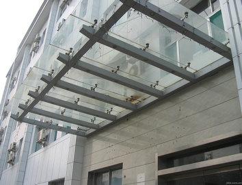 阳台的阳光板施工方法