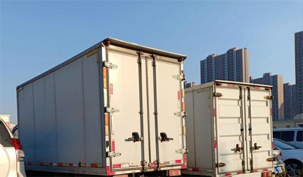 搬家公司车辆-2