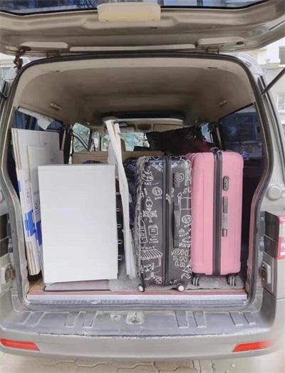 小面包车型小件搬家的收费标准是什么?含搬运吗?