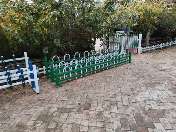 河南锌钢草坪护栏