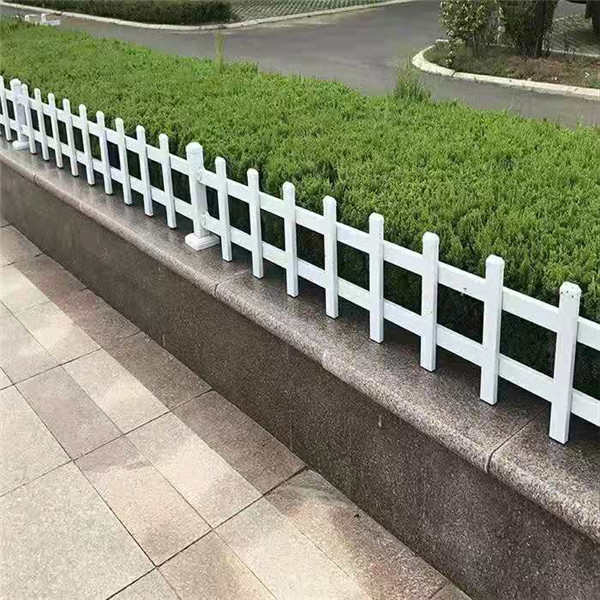 河南锌钢草坪护栏价格