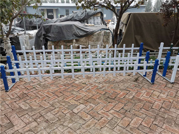 河南锌钢草坪护栏厂家