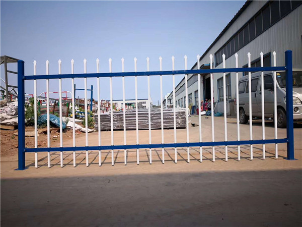 冬天适合安装锌钢护栏吗?
