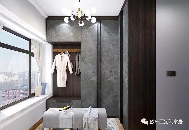 河南定制家具厂家告诉你衣柜在卧室里应该怎样摆放更加合适