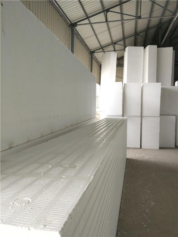 河南保温材料EPS聚苯板有什么特点?