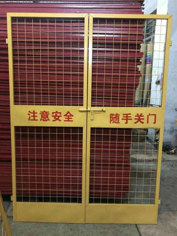 电梯井防护门安装