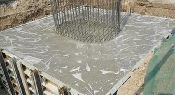 灌浆料属无机胶结材料,使用寿命大于基础混凝土的使用寿命