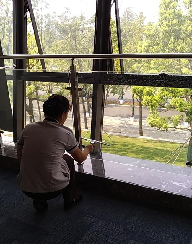 武汉开荒保洁公司分享玻璃清洗的小妙招