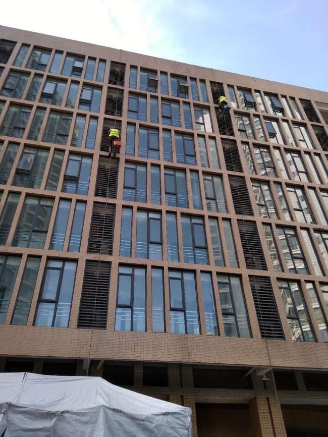 武汉外墙清洗公司分享不同材质的建筑高空外墙清洗方法