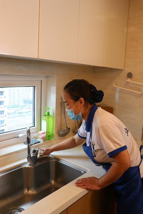 白色系家具应该怎么清洗?家庭保洁公司分享日常清洁小妙招