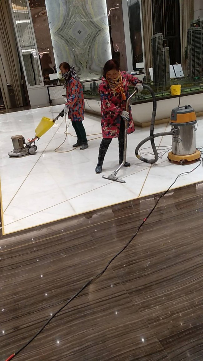 强化地板泡水了如何解决?家庭保洁清洁经验分享