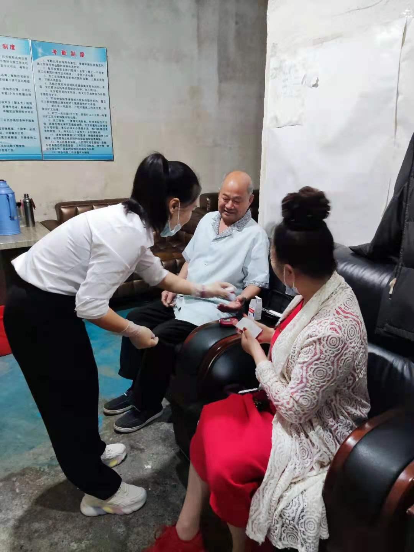 善待 关爱员工 如待家人——武汉江城清洗服务有限公司创始人任董事长亲临一线